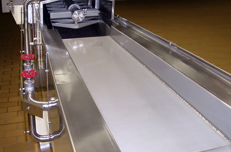 Snack fryer configuration for batter coatings and noodles