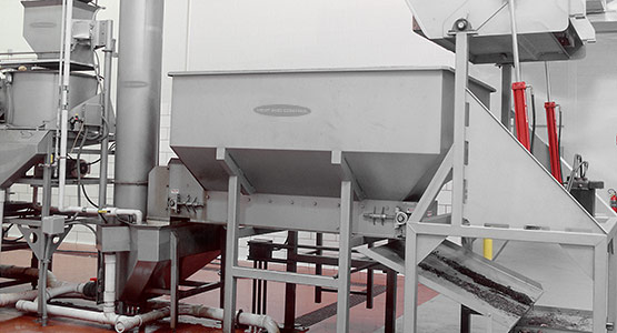 Metering potatoes to Vertical Screw Elevator