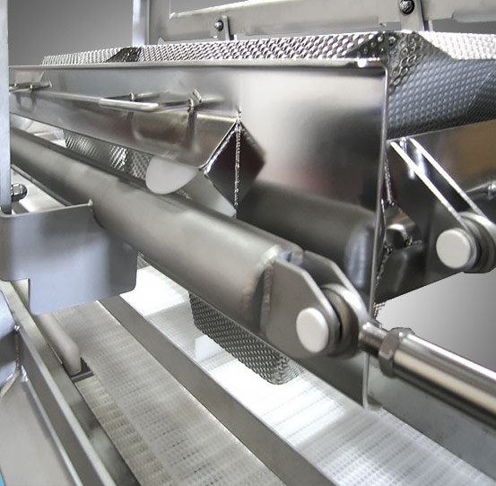 Industrial equipment for filling trays, bowls or cartons