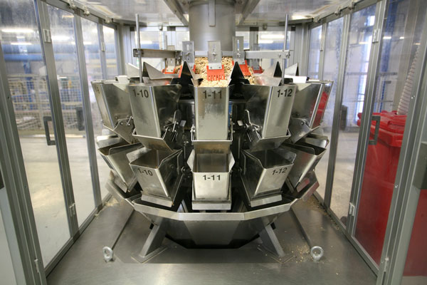 Ishida multihead weigher with dust enclosure and extraction system