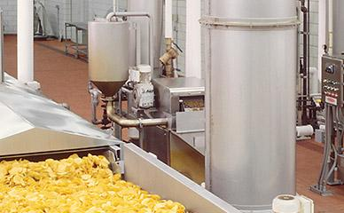 Filtering frying oil for tortilla chips line